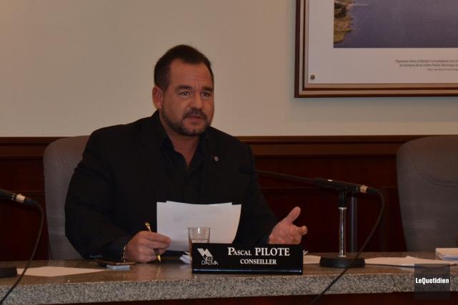 Le conseiller municipal Pascal Pilote fait face à... (Photo Le Quotidien, Jonathan Hudon)