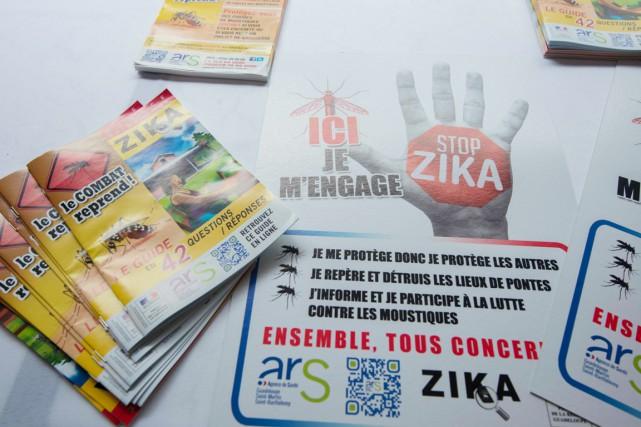Le virus Zika peut déclencher une myélite aiguë,... (PHOTO HELENE VALENZUELA, ARCHIVES AFP)