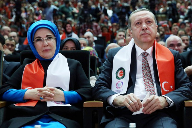 Le président Recep Tayyip Erdogan et sa femme,... (PHOTO MURAT CETINMUHURDAR, PRÉSIDENCE TURQUE/AP)