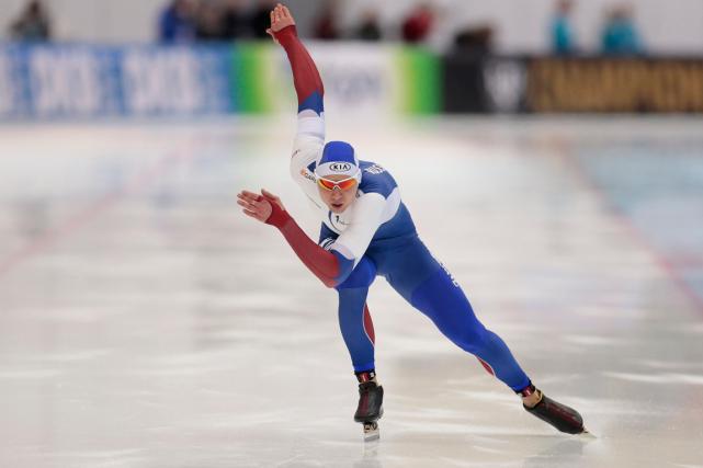 Le patineur de vitesse russe Pavel Kulizhnikova remporté... (Photo Ivan Sekretarev, archives AP)