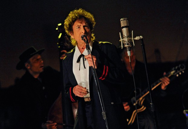 Bob Dylan lors d'une prestation au Late Show... (PHOTO ARCHIVES AP)