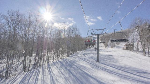 Réunis en assemblée mardi matin à Sutton, l'ensemble des actionnaires de Ski... (Fournie par Mont Sutton)
