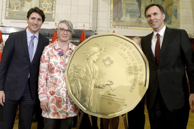 Le premier ministre Justin Trudeau, la ministre de... (PHOTO MONNAIE ROYALE CANADIENNE)