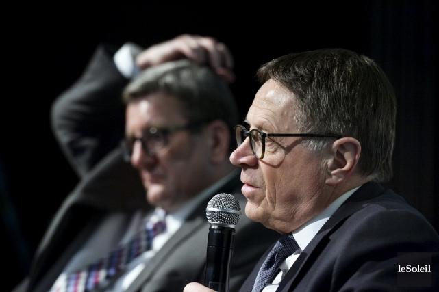 Le maire Gilles Lehouillier (à droite) a vendu... (Le Soleil, Jean-Marie Villeneuve)