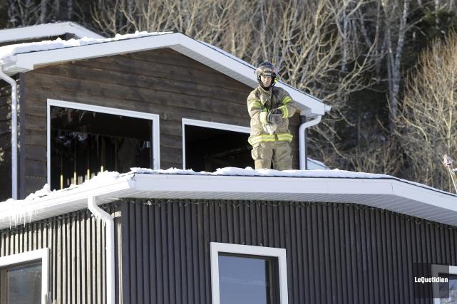 L'incendie est survenu dans la nuit de lundi... (PhotoLe Quotidien, Mariane L. St-Gelais)