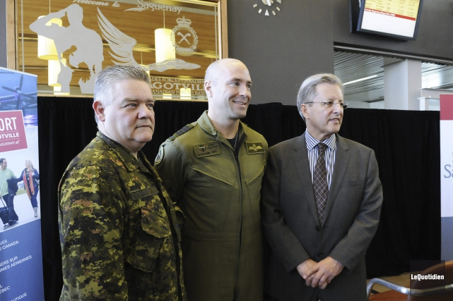 Le caporal Jean-Guy Blanchette, le colonel Darcy Molstad... (Photo Le Quotidien, Mariane L. St-Gelais)