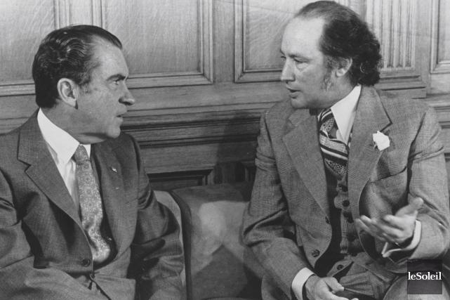 Devant les caméras, le président Richard Nixon encensait... (Archives Le Soleil)