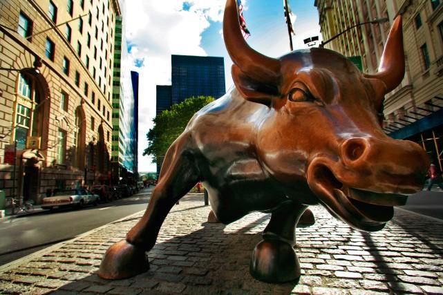 Les bonus des grands banquiers et courtiers de Wall Street sont de nouveau dans... (PhotoChris Goodney, Archives Bloomberg)