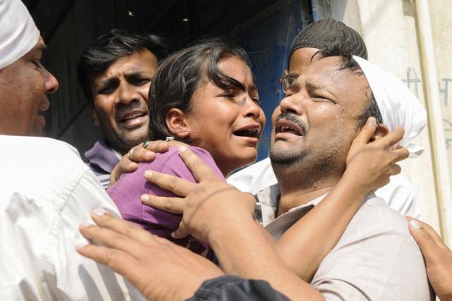 La soeur de la jeune victime de viol... (PHOTO AFP/STRINGER)