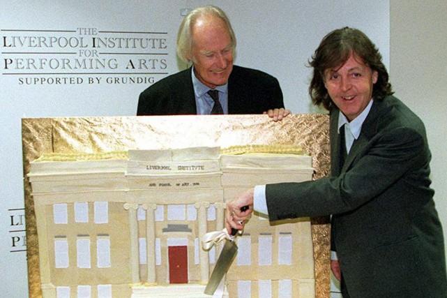 George Martin et Paul McCartney lors d'une cérémonie... (PHOTO ARCHIVES AP)