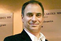 Le Dr Michel Sakellaridesvient d'être reconnu coupable de... (Photo tirée de son site web)