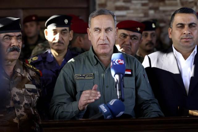 Le ministre irakien de la Défense Khaled al-Obeidi... (PHOTO HADI MIZBAN, AP)