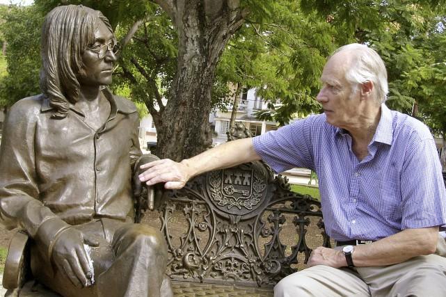 George Martin, producteur de légende des Beatles surnommé «le cinquième... (Archives, Associated Press)
