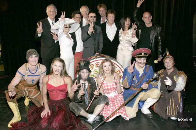 La troupe du spectacle LOVE, du Cirque du... (Photothèque Le Soleil)