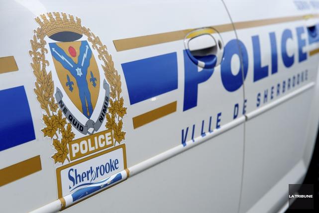 Le Service de police de Sherbrooke recrute présentement... (Archives, La Tribune)