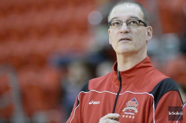 L'entraîneur-chef Pascal Clément et sa troupe du Rouge... (Photothèque Le Soleil, Jean-Marie Villeneuve)