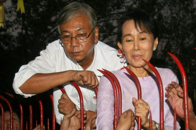 Htin Kyaw et Aung San Suu Kyi en... (Photo Soe Than WIN, AFP)