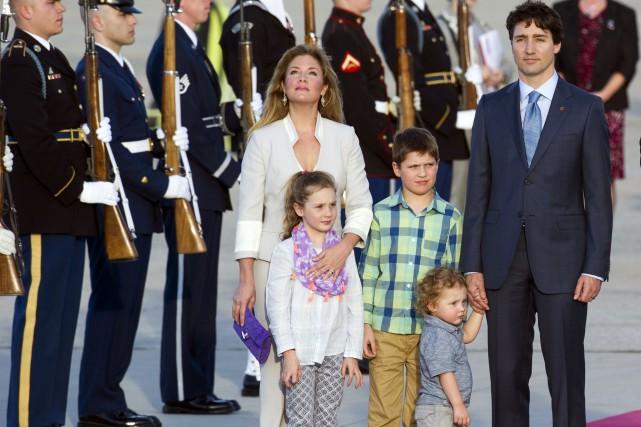 Justin Trudeau et sa famille sont arrivés à... (AP, Cliff Owen)