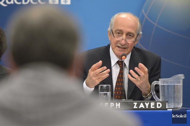 Le président JosephZayed pose des questions pointues aux... (Le Soleil, Yan Doublet)