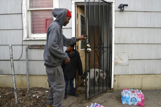 Pour les résidants de Flint, les bouteilles d'eau... (PHOTO RACHEL WOOLF, THE FLINT JOURNAL/AP)