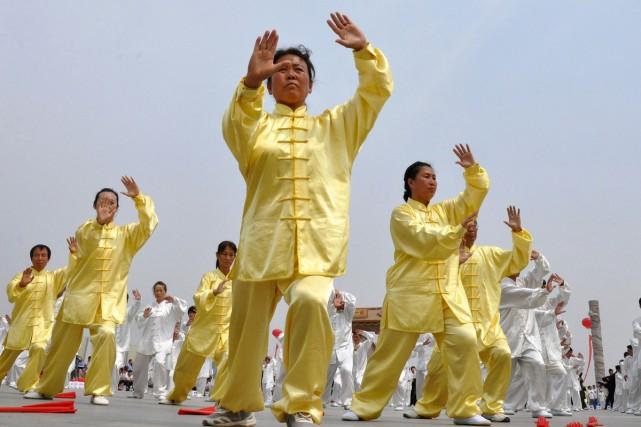 Des exercices traditionnels chinois comme le tai-chi semblent contribuer à la... (PHOTO ARCHIVES AFP)