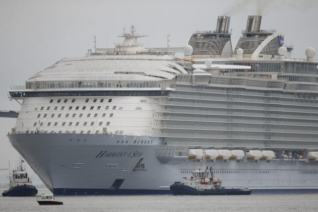 Le plus gros paquebot du monde, l'Harmony of the Seas, prend le large... (PHOTO REUTERS)