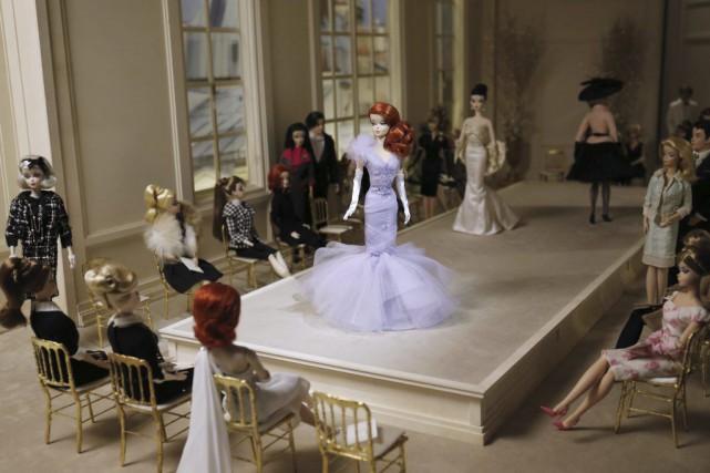 C'est la poupée la plus célèbre du monde, et sans doute aussi la plus critiquée... (Agence France-Presse)