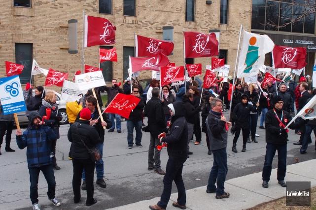 Après de nombreuses manifestations, la FAE a conclu... (Alain Dion, archives La Voix de l'Est)