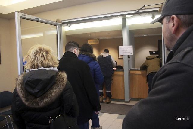 Plus de 1200 citoyens ont signé le registre... (Etienne Ranger, LeDroit)