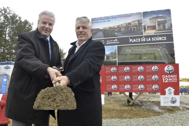 Le maire Bernard Sévigny et le promoteur Marc... (Spectre Média, Maxime Picard)