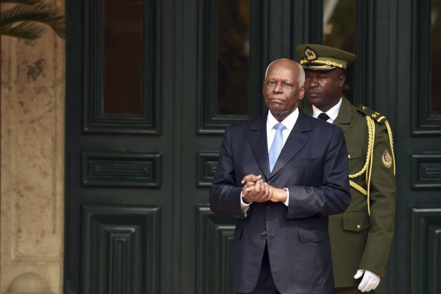 Le président José Eduardo dos Santos est le second... (PHOTO ALAIN JOCARD, ARCHIVES AFP)