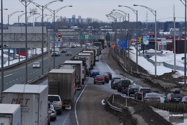 Des travaux sur l'autoroute 40 à la hauteur de la sortie des Estacades ont... (Photo: François Gervais Le Nouvelliste)