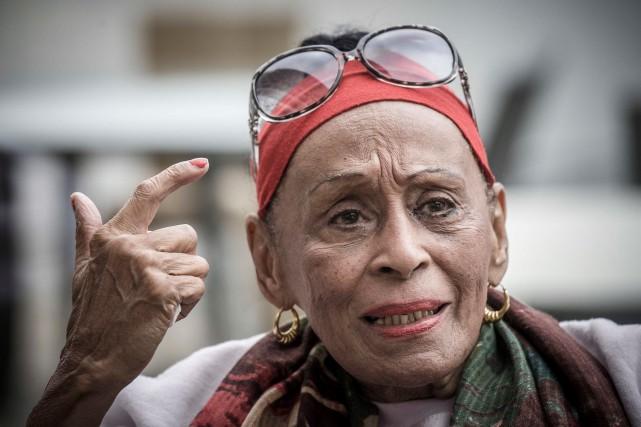 Omara Portuondo, 85ans, n'entend pas arrêter de chanter... (AFP, Philippe Lopez)