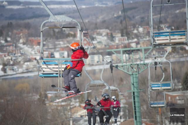 La station de ski du mont Bellevue accueillera les skieurs et les planchistes,... (Archives La Tribune, Julien Chamberland)