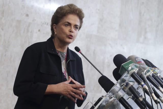 Dilma Rousseff a indirectement invité son prédécesseur et... (Photo Eraldo Peres, AP)