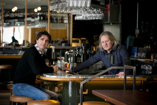 Laurent Farre et Alain Rochard, propriétaires du bar... (PHOTO FRANÇOIS ROY, LA PRESSE)