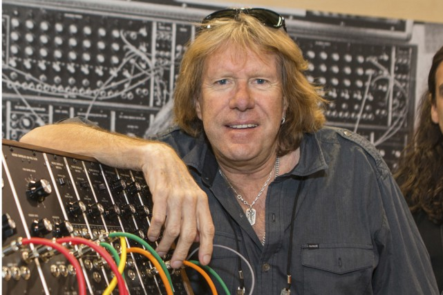 Le Britannique Keith Emerson est mort vendredi à Los... (PHOTO ARCHIVES AP)