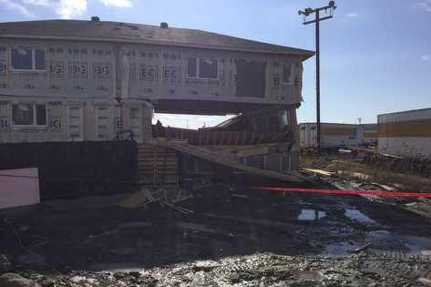 Une partie de l'immeuble en construction s'est effondrée... (Photo fournie)
