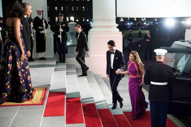 Le président américain Barack Obama et la première... (PHOTO BRENDAN SMIALOWSKI, AGENCE FRANCE-PRESSE)