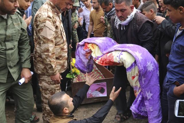 La petite Irakienne Fatima Wais, 3 ans, est... (AFP, Marwan Ibrahim)