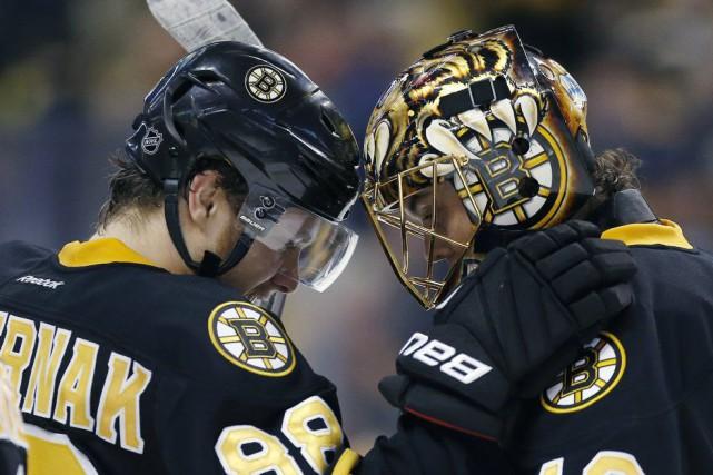 Deux jours après une décevante défaite, l'entraîneur Claude Julien des Bruins... (Photo AP)