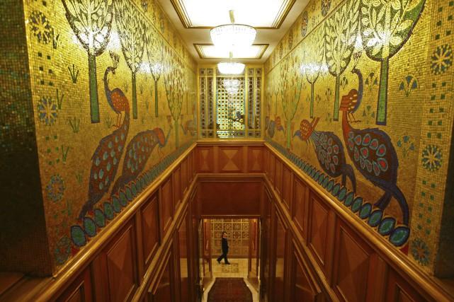 La villa-résidence dispose de 80 chambres décorées de... (AFP, David Muntean)