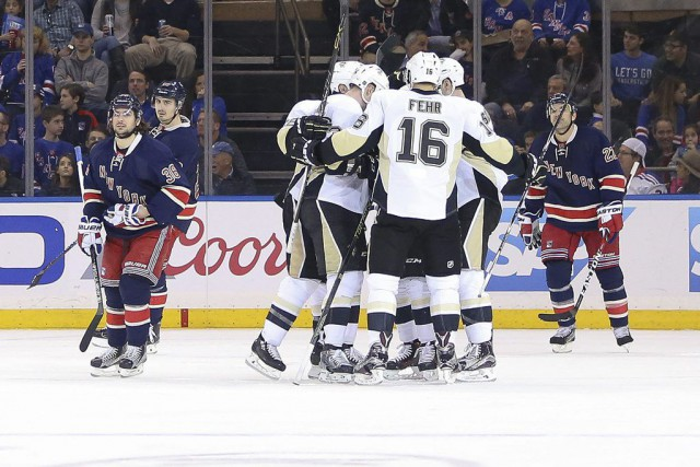 Les Penguins ont devancé Detroit au premier rang... (PHOTO VINCENT CARCHIETTA, USA TODAY)