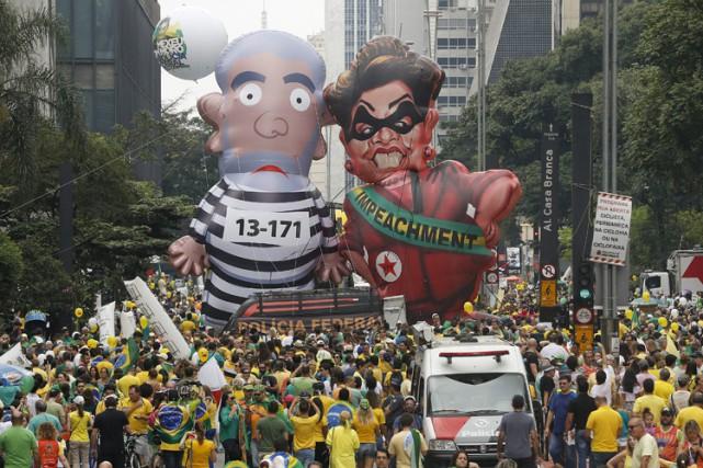 À Brasilia, les détracteurs de Dilma Rousseff avaient... (PHOTO AP)