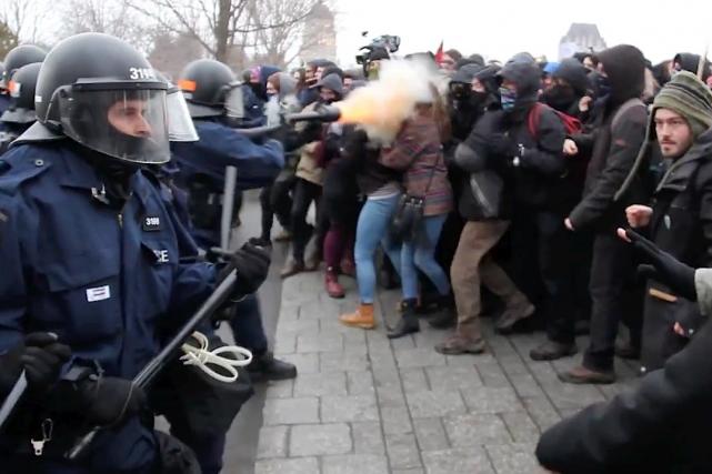Naomie Tremblay-Trudeau aurait été blessée par ce tir... (Image tirée d'une vidéo d'Impact Campus)