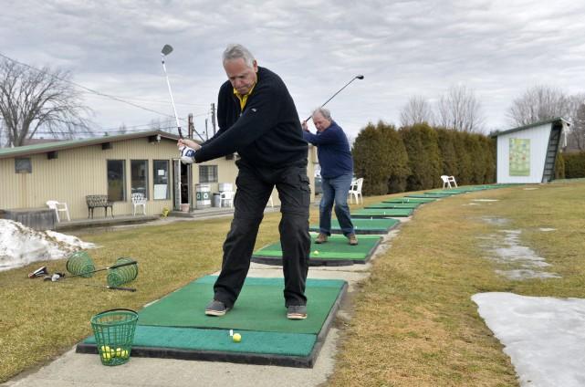 Ils ont été plusieurs golfeurs à se pointer... (Spectre média, Maxime Picard)