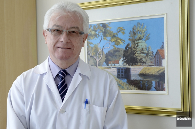 Le docteur François Brochet, chef du Service de... (Photo Le Quotidien, Jeannot Lévesque)