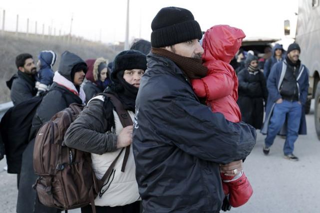 Pour parrainer une famille de réfugiés, 14 000... (Archives, Associated Press)
