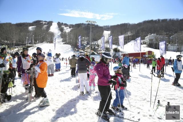 Environ 425participants au Défi ski 12 heures de... (Julie Catudal, La Voix de l'Est)