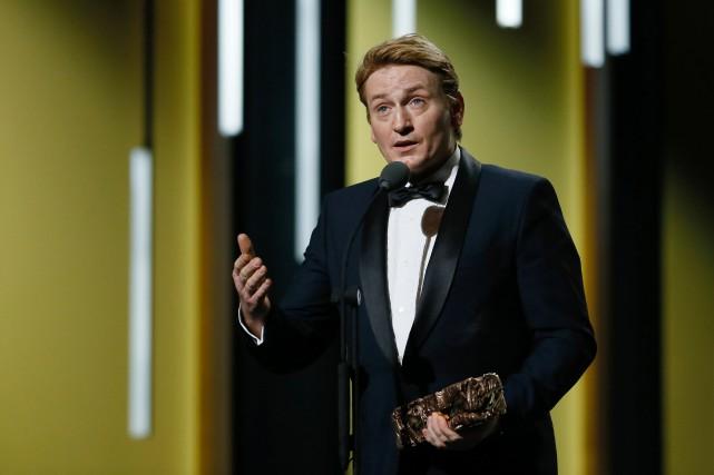 Benoît Magimel accepte leCésar du meilleur acteur dans... (PHOTO AFP)